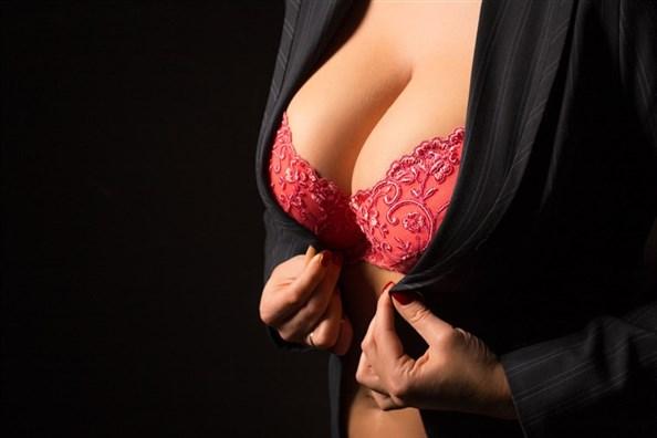 Actrice porno aux gros seins : les pornstar à forte poitrine les plus hot